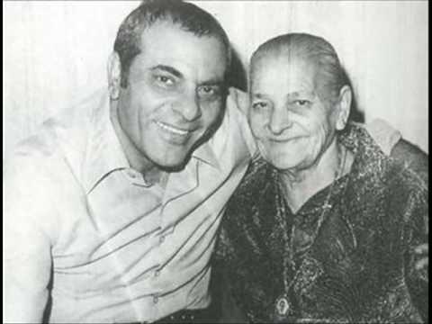 Ο Στέλιος Καζαντζίδης με τη μητέρα του, Γεσθημανή