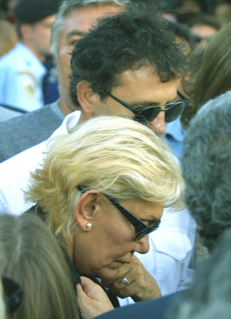 Συντετριμμένη η Μαρινέλα στην κηδεία του Καζαντζίδη -Φωτογραφία: Eurokinissi