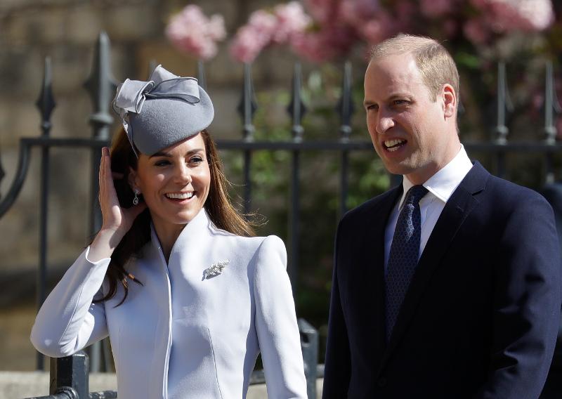 Η Κέιτ Μίντλετον πιάνει τα μαλλιά της και ο πρίγκιπας Γουίλιαμ