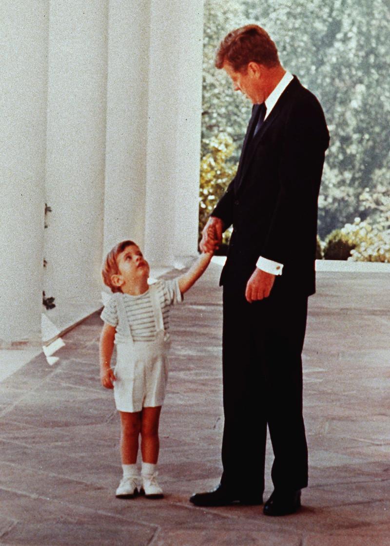 Ο Τζον Κένεντι με τον γιο του