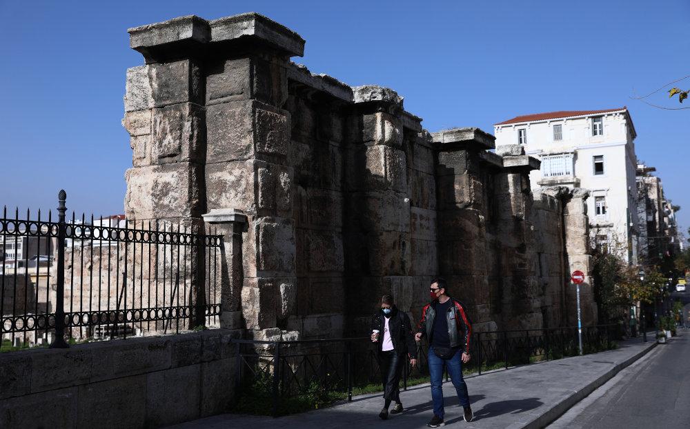 Λιγοστός κόσμος στο κέντρο της Αθήνας το Σάββατο / Φωτογραφία: Intime
