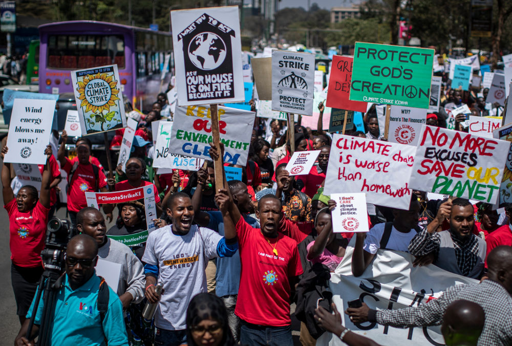 Διαδηλωτές για την κλιματική αλλαγή και στην Κένυα της Αφρικής την Παρασκευή