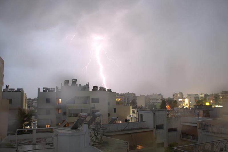 Η νύχτα έγινε μέρα από τους κεραυνούς / Φωτογραφία: forecast weather_Facebook