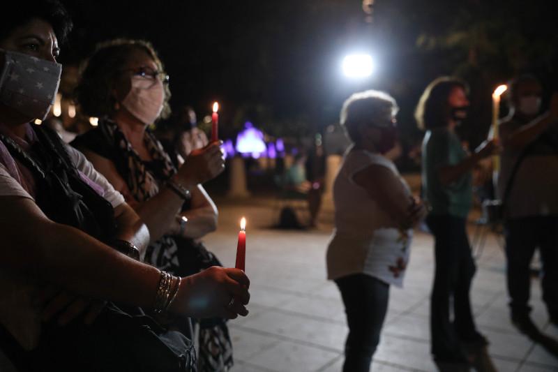 Ενα κερί στο Σύνταγμα τα θύματα της Χρυσής Αυγή