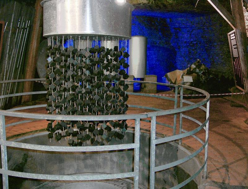 Αναπαράσταση του πυρηνικού αντιδραστήρα που κατασκεύασαν οι Ναζί . Εκτίθεται στο Atomkeller Museum του Χάιγκερλοχ.