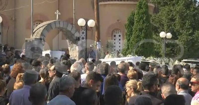 Πλήθος κόσμου στην κηδεία του Γιώργου και της Σόνιας / Φωτογραφία: Star.gr
