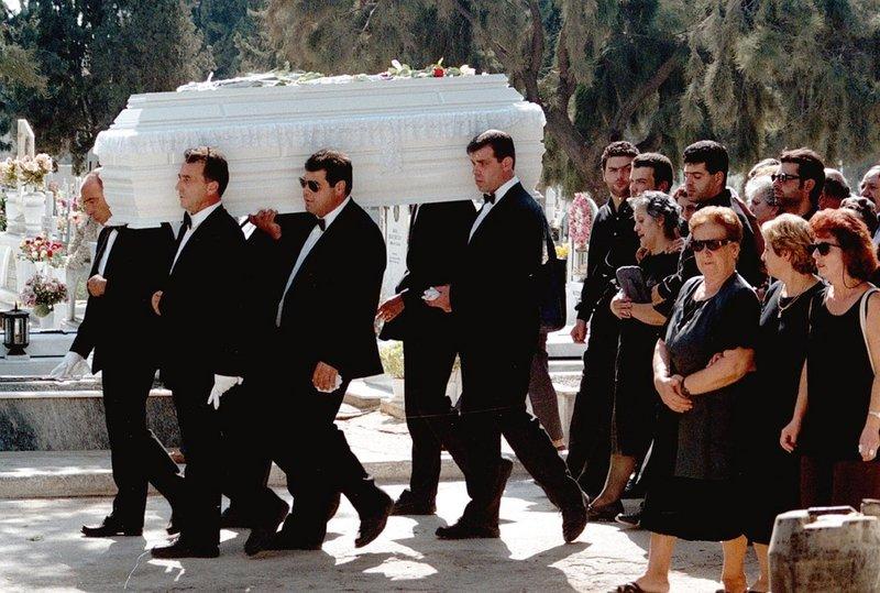 Η κηδεία της Αμαλίας Γκινάκη στον Κόκκινο Μύλο