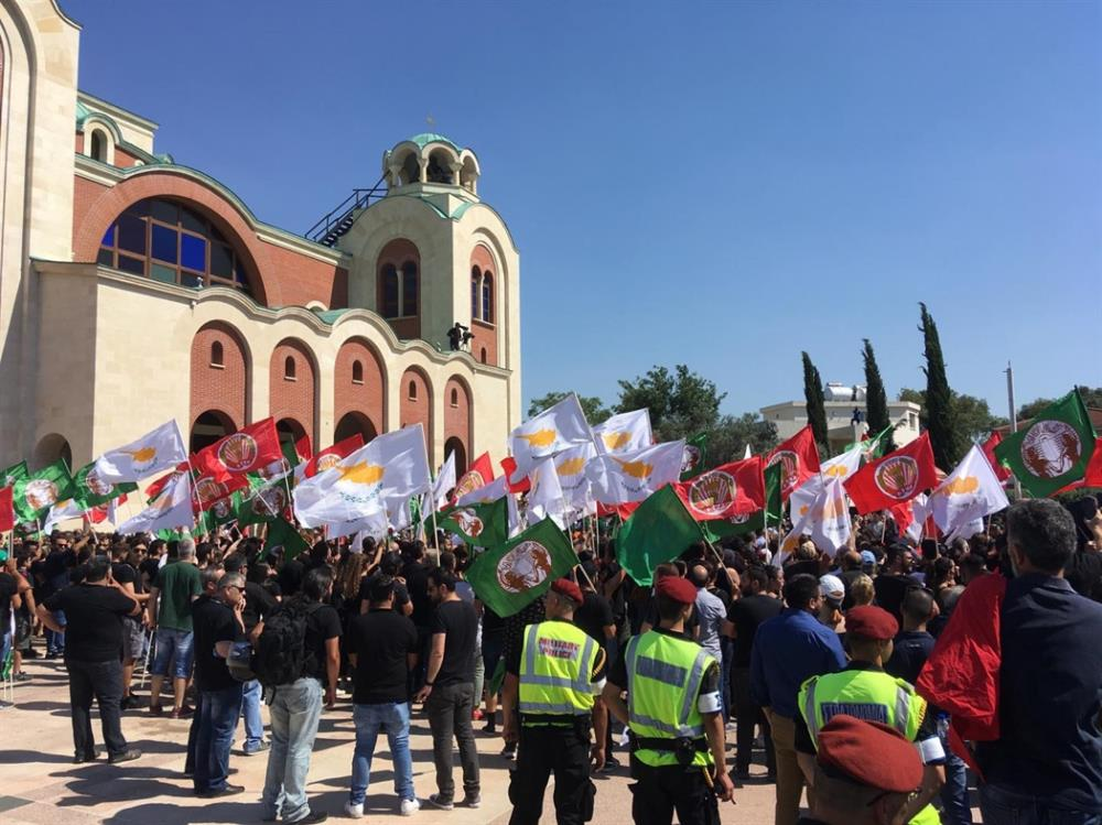 Πλήθος κόσμου στην κηδεία Χριστόφια στην Κύπρο
