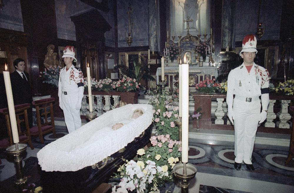 Εικόνα από την κηδεία της Γκρέις Κέλι το 1982, μετά το δυστύχημα που της στοίχισε τη ζωή