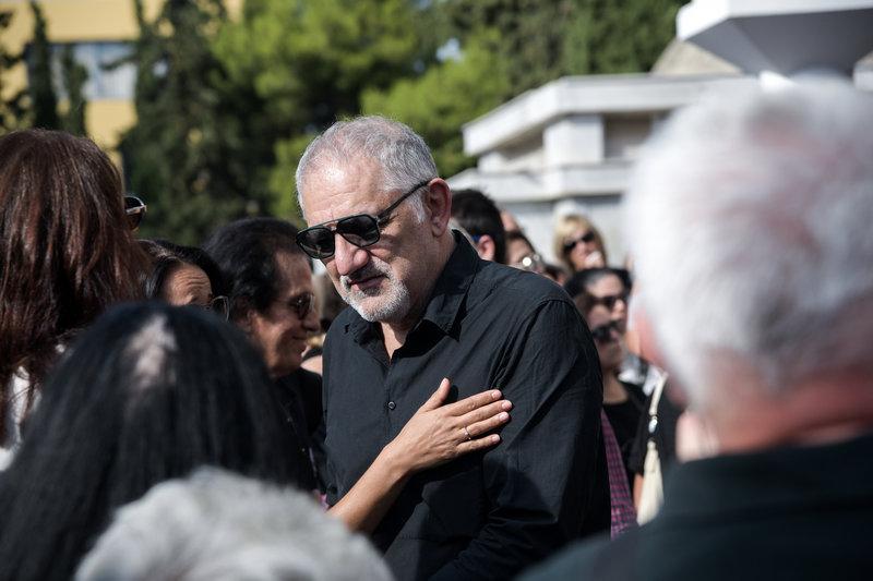 Συντετριμμένος ο Νίκος Πορτοκάλογλου εκφώνησε τον επικήδειο για τον Λαυρέντη Μαχαιρίτσα