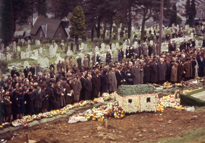 Ανείπωτη θλίψη στις κηδείες των θυμάτων