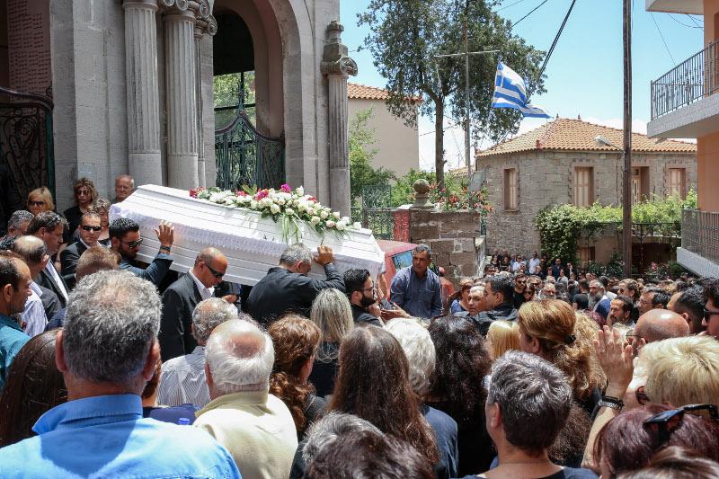Πλήθος κόσμου στην κηδεία του Πάνου Ζάρλα