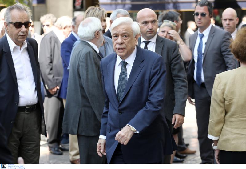 Ο Παυλόπουλος στην κηδεία του Αντώνη Λιβάνη