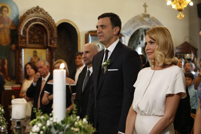 Η Τζένη Μπαλατσινού και ο Βασίλης Κικίλιας στην εκκλησία / Φωτογραφία: jenny.gr