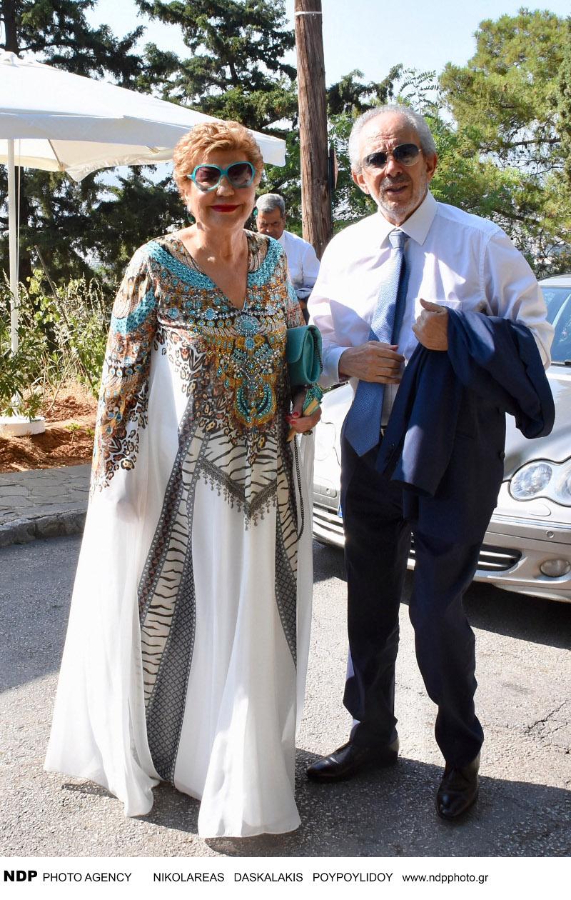 Οι γονείς του Βασίλη Κικίλια στην εκκλησία για τον γάμο / Φωτογραφία: NDP