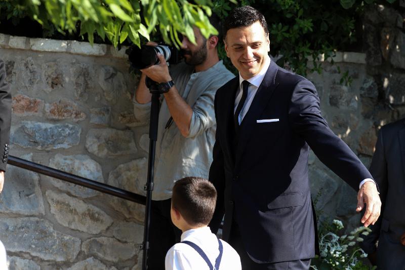 Ο Βασίλης Κικίλιας έφτασε στην εκκλησία για το γάμο του / Φωτογραφία: EUROKINISSI