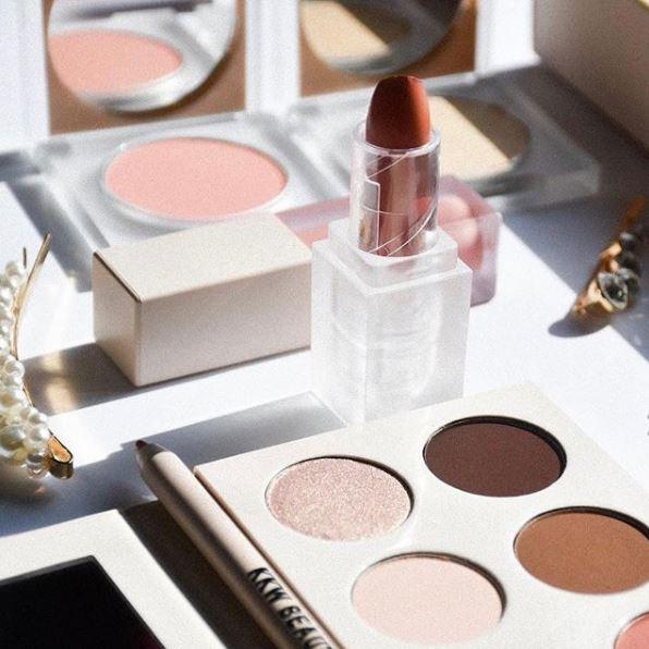 Η εταιρεία Coty εξαγόρασε το 20% των μετοχών της KKW Beauty  της Κιμ Καρντάσιαν έναντι 200 εκατομμυρίων δολαρίων