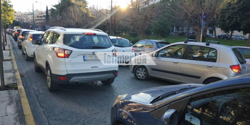 Μποτιλιάρισμα από νωρίς σε περιοχές του κέντρου της Αθήνας