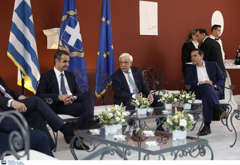 Μητσοτάκης, Παυλόπουλος, Τσίπρας στο κιόσκι του προεδρικού μεγάρου