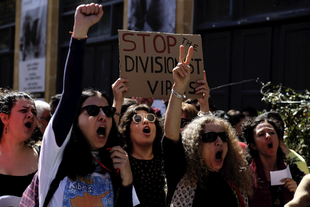 Από τις συγκρούσεις στην σημερινή διαδήλωση/ Φωτογραφία: AP Image