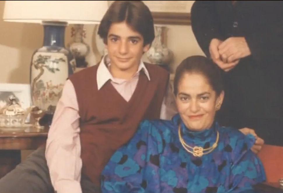 Ο Κυριάκος Μητσοτάκης σε παιδική ηλικία με την  μητέρα του Μαρίκα