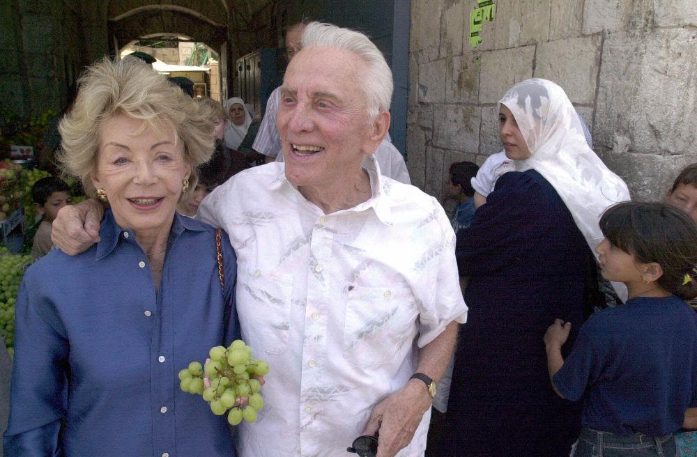 Ο Κερκ Ντάγκλας επισκέφτηκε σε μεγάλη ηλικία, μαζί με την σύζυγό του Αν, την Ιερουσαλήμ