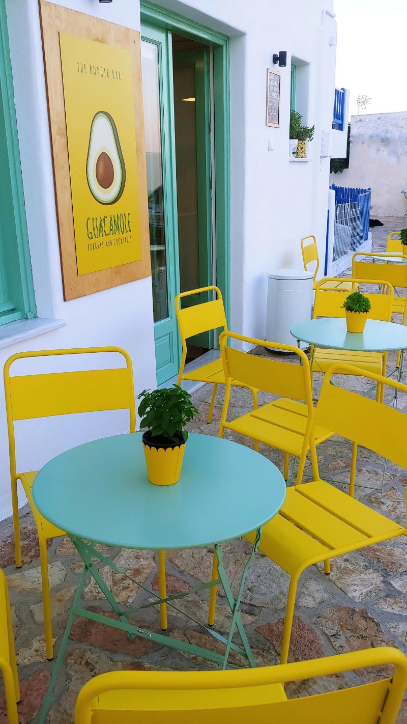 Κίτρινες καρέκλες