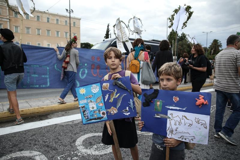 Μικροί και μεγάλοι διαδηλώνουν στο κέντρο για την καταπολέμηση της κλιματικής αλλαγής / Φωτογραφία: SOOC / Νίκος Παλαιολόγος