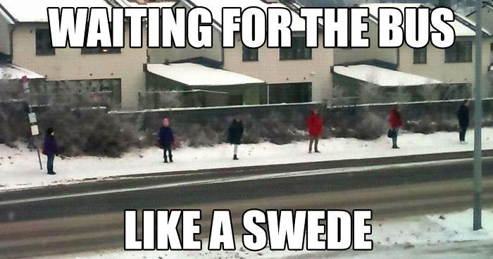 Περιμένοντας για το λεωφορείο, όπως ένας Σουηδός
