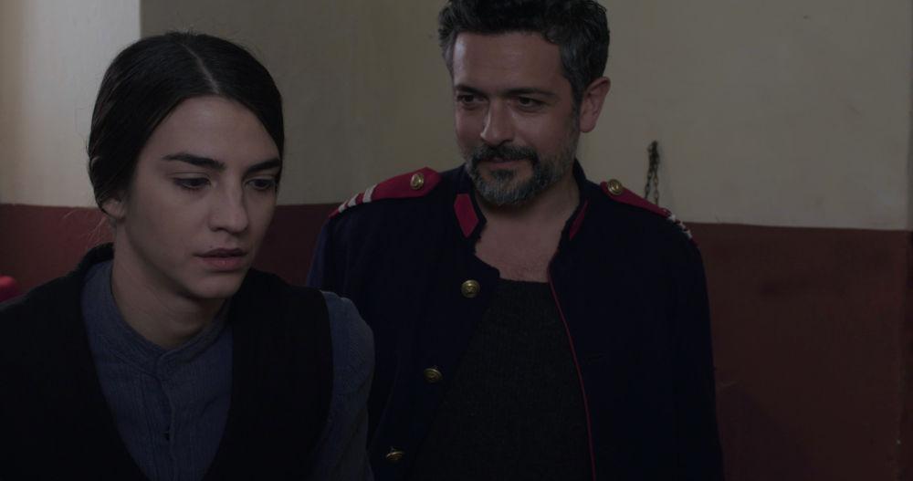 Η Ιφιγένεια και ο Αλή σε σκηνή της σειράς «Κόκκινο Ποτάμι»