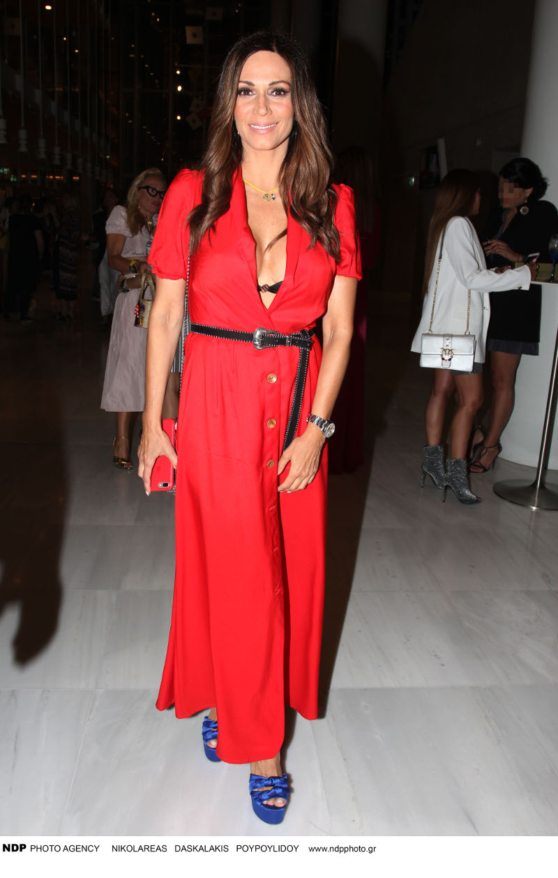 Η Ελλη Κοκκινού με κόκκινο φόρεμα