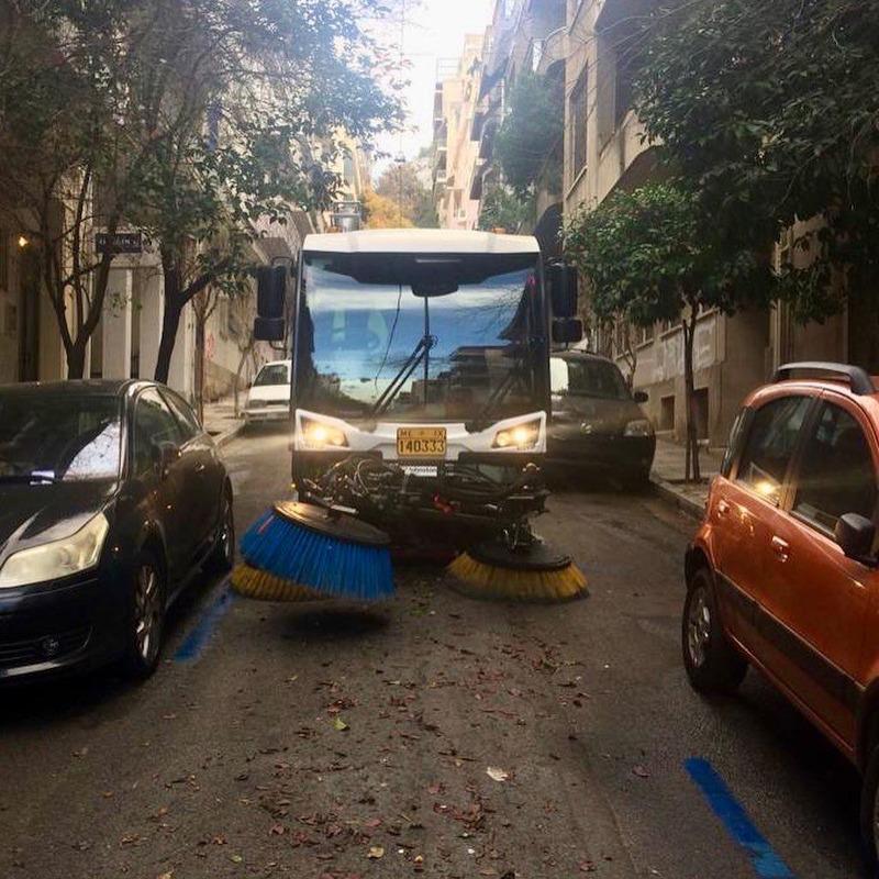 Επιχείρηση καθαριότητας από τον Δήμο Αθηναίων σε Εξάρχεια και Κολωνάκι