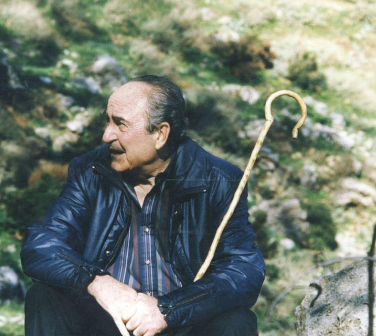 Φωτογραφία του Κωνσταντίνου Μητσοτάκη με την κατσούνα του στην Κρήτη