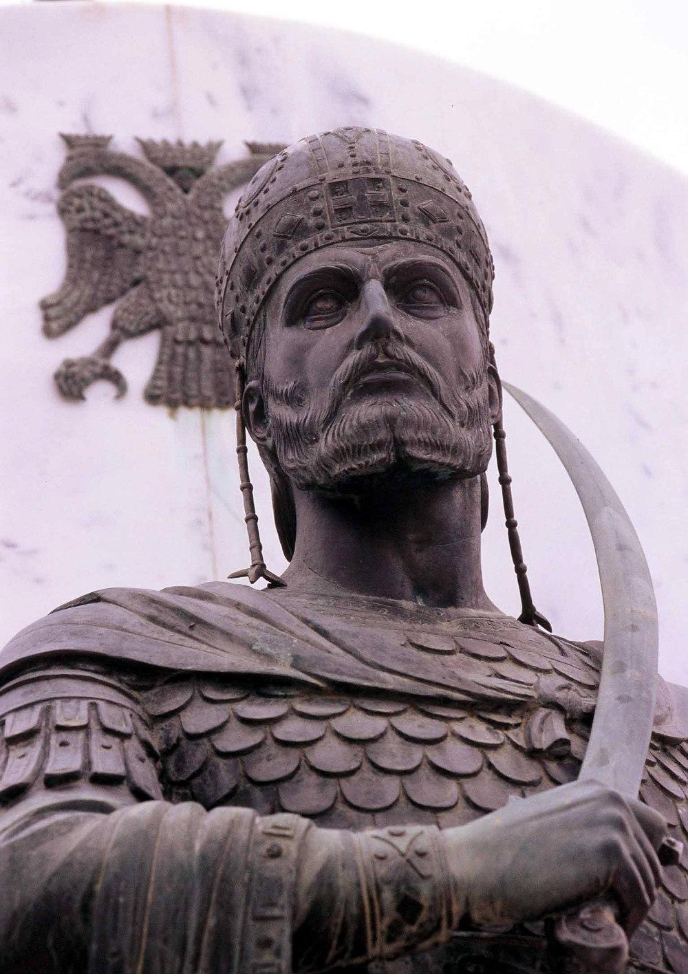 Το άγαλμα του Κωνσταντίνου Παλαιολόγου στη Λακωνία