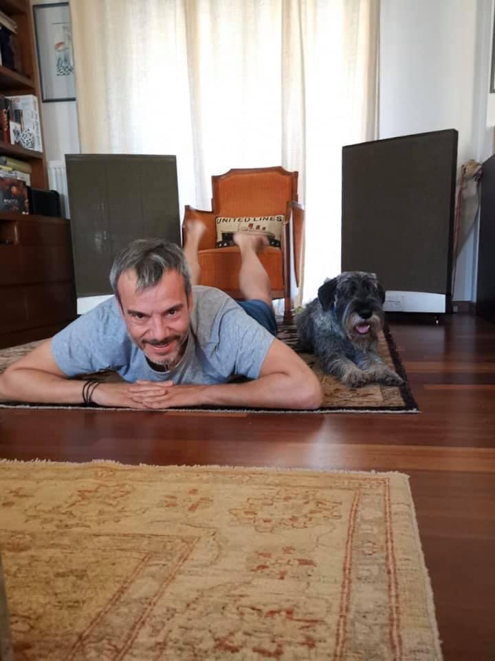 Ο Δήμαρχος Θεσσαλονίκης κάνει γυμναστική με τον σκύλο του