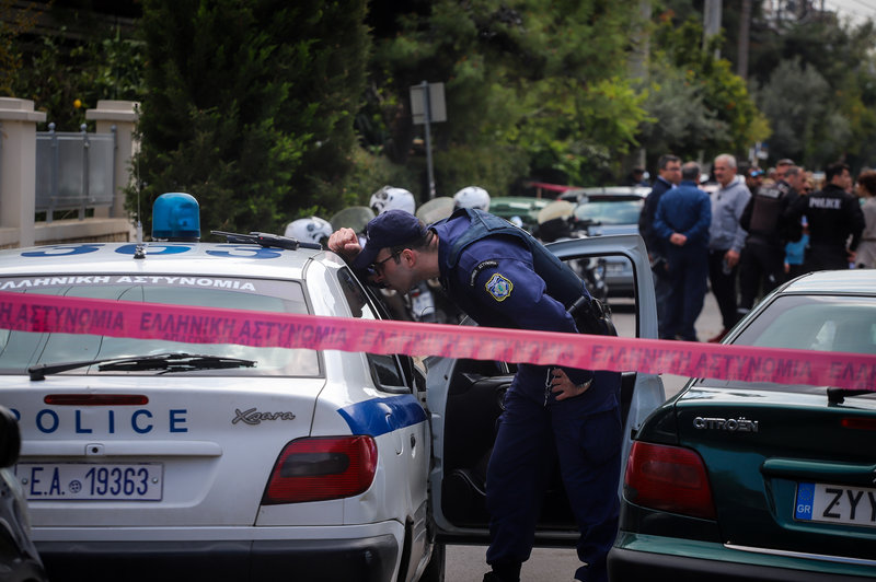 Αστυνομικός σε περιπολικό στο Χαλάνδρι