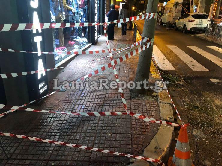 Οι κορδέλες που έβαλε η αστυνομία στο σημείο όπου έπεσε η μαρκίζα