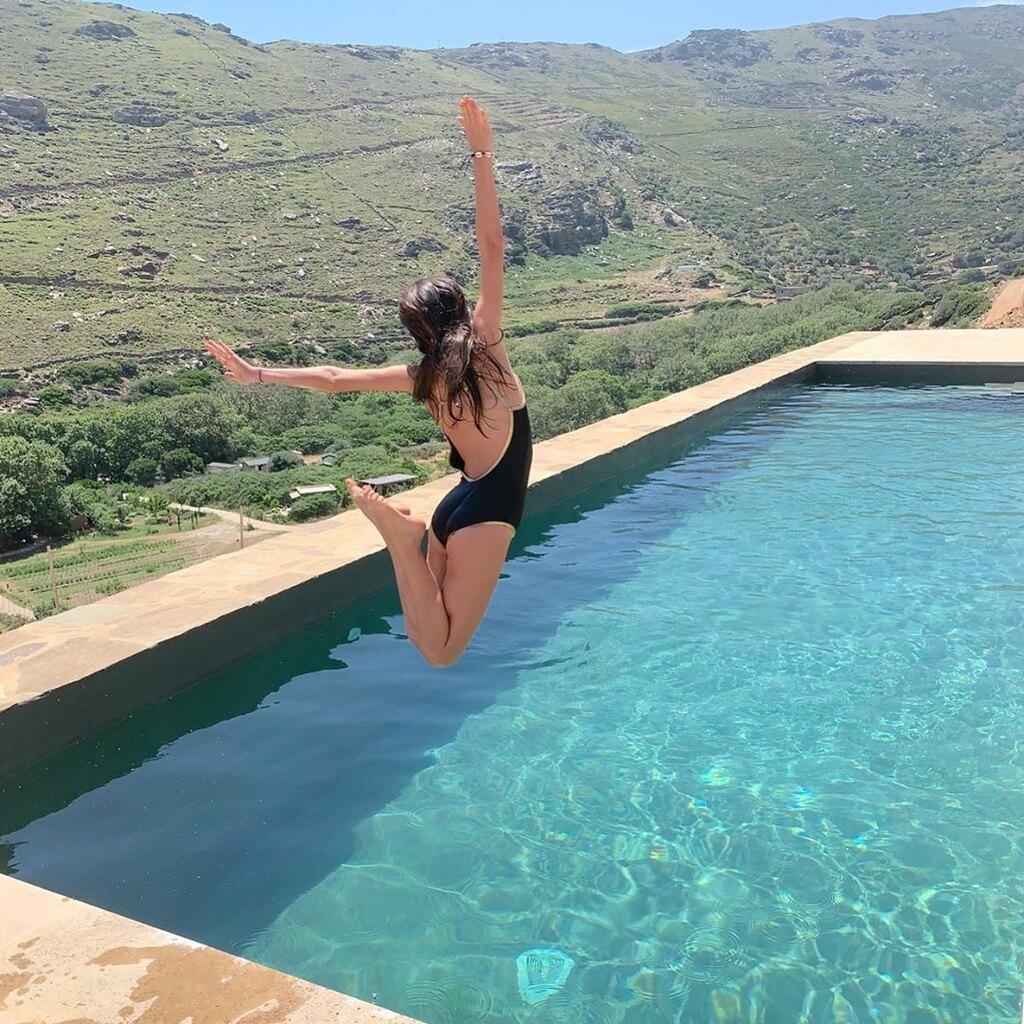 Κόρη Μενεγάκη πισίνα