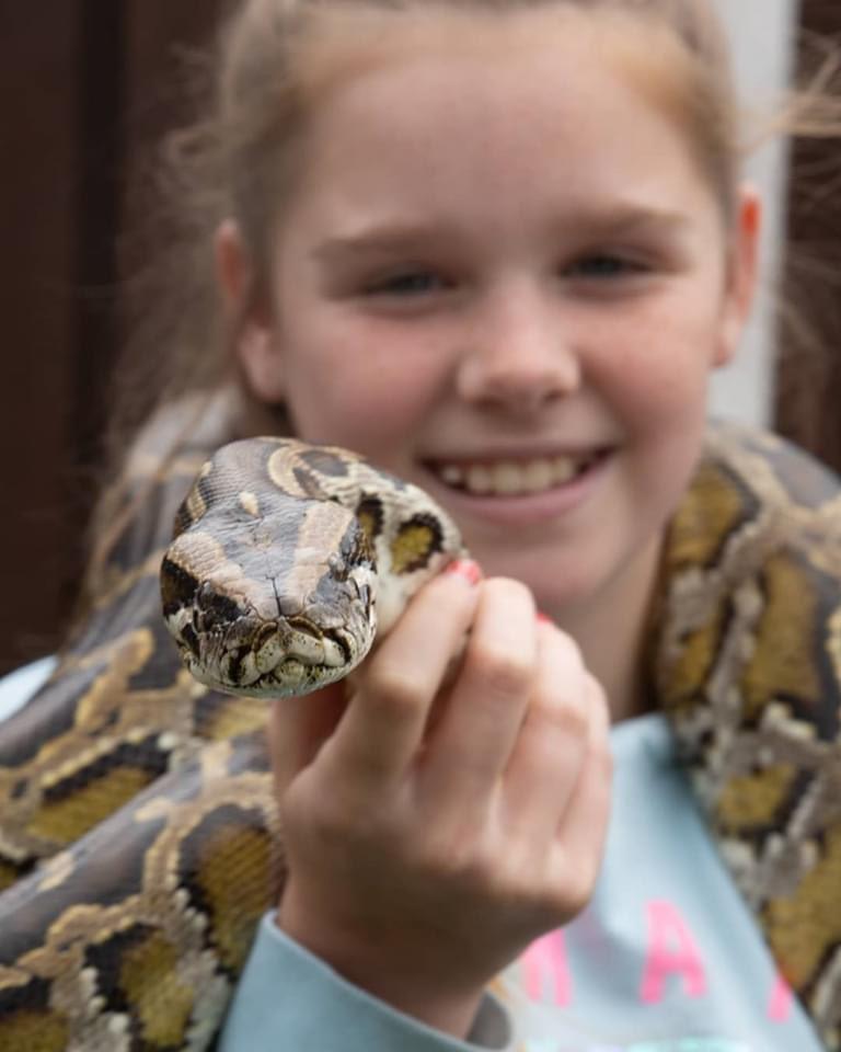 Η Κλόε μεν ένα από τα φίδια της οικογένειας