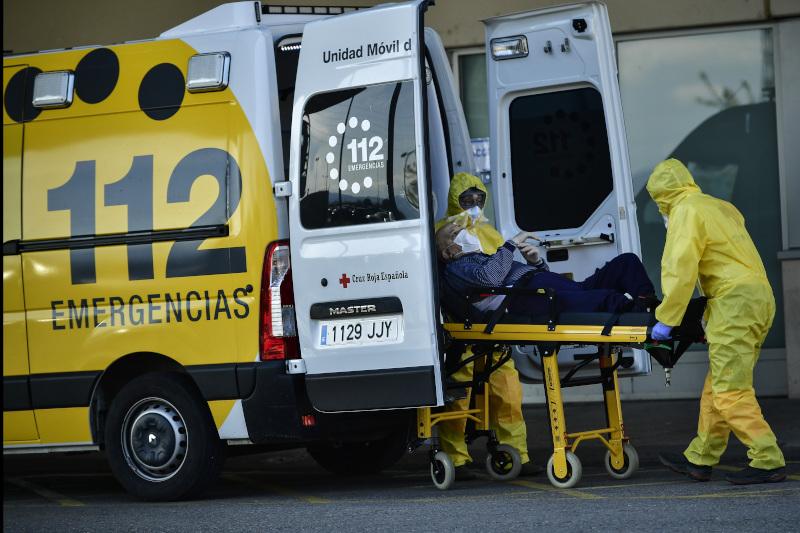 Ασθενοφόρο με ασθενή με κορωνοϊό στην Ισπανία