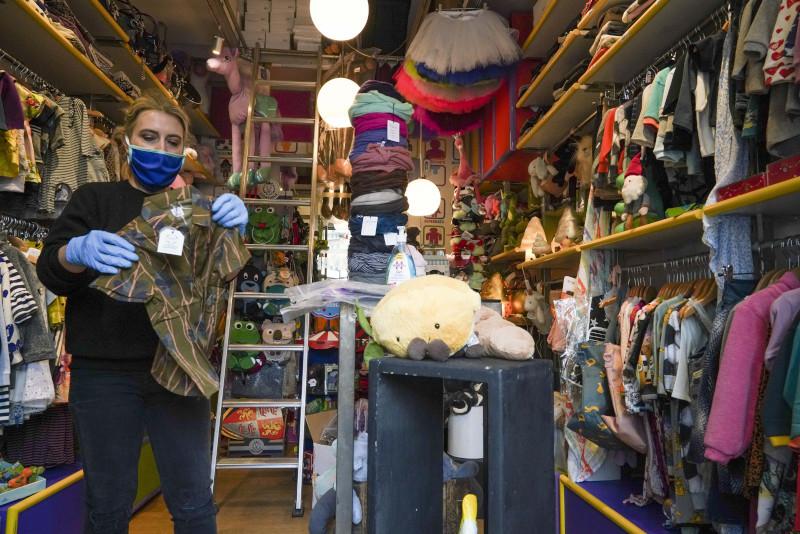Άνοιξαν σήμερα τα καταστήματα πώλησης παιδικών ειδών σε ορισμένες περιοχές της Ιταλίας