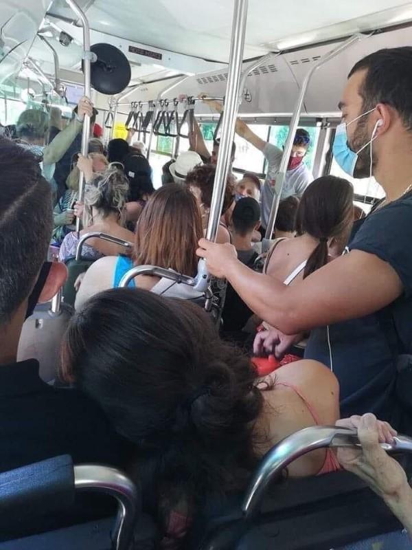 συνωστισμός σε λεωφορείο