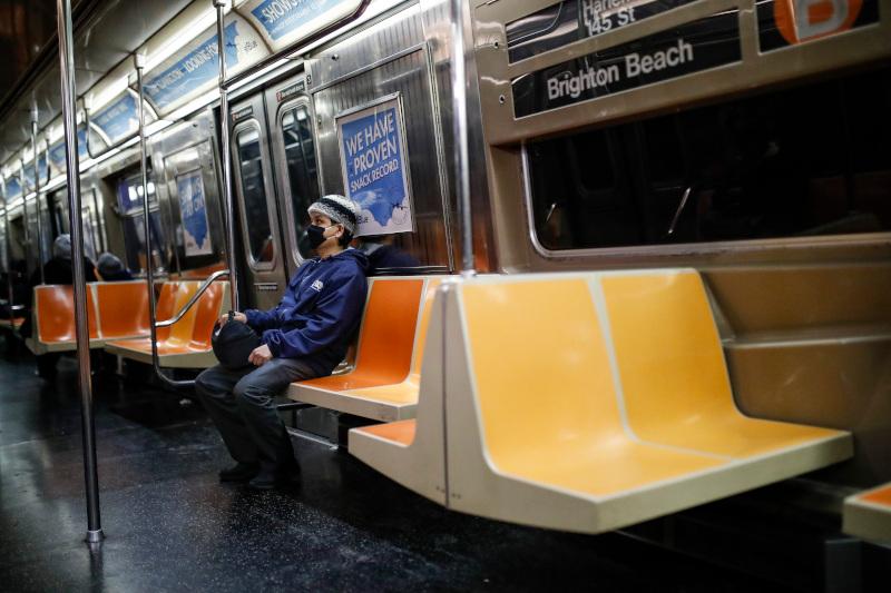 Ελάχιστοι οι επιβάτες του μετρό της Νέας Υόρκης