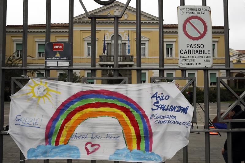 Πανό έξω από το νοσοκομείο Σπαλαντσάνι της Ρώμης