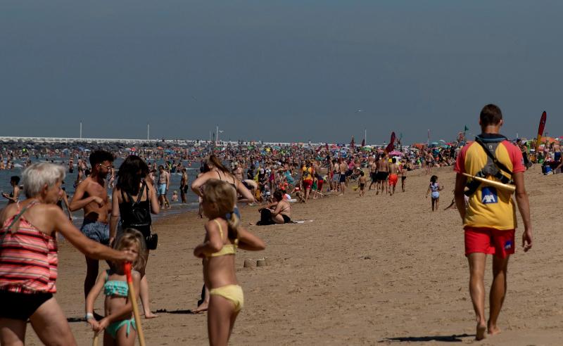 Κοσμοσυρροή και σε παραλία του Βελγίου