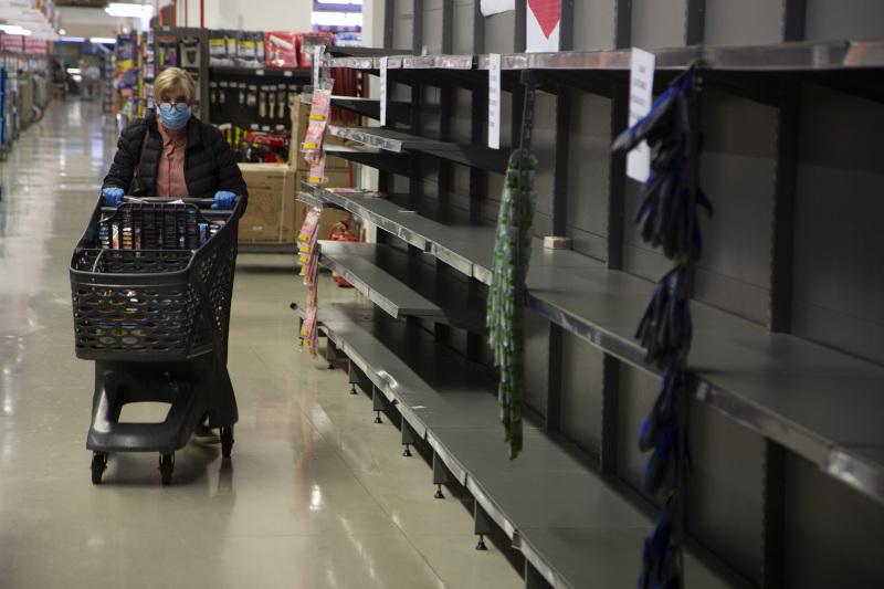 Άδεια ράφια σούπερ μάρκετ λόγω της αυξημένης ζήτησης γιαχαρτί υγείας