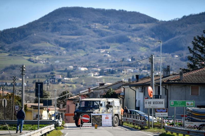 Η πόλη μπήκε σε απομόνωση μετά τον πρώτο θάνατο από κορωνοϊό