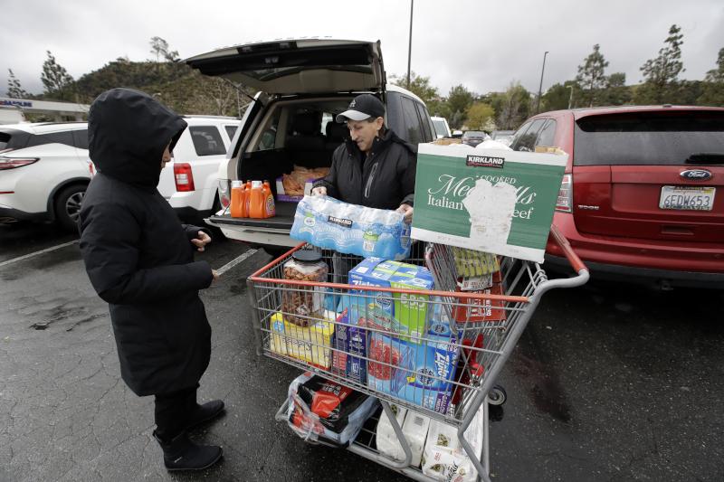 Μετά την ανακοίνωση έκτακτων μέτρων λόγω κορωνοϊού, οι κάτοικοι σε πολλές χώρες του κόσμου έσπευσαν να εφοδιαστούν χαρτί υγείας