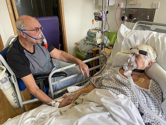 κορωνοϊός ηλικιωμένο ζευγάρι