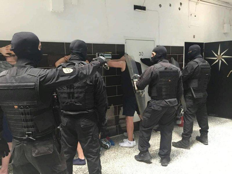 Ανδρες των ειδικών δυνάμεων της ΕΛ.ΑΣ. ακινητοποίησαν τους κρατούμενους